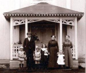 Verandan på vårt hus fotograferad 1916.