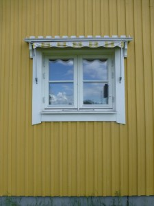 Fönstret utvändigt före byte.