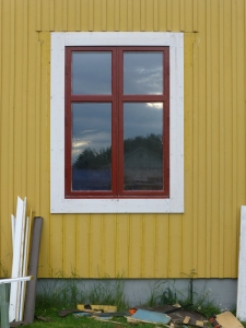 Det första fönstret har fått foder.