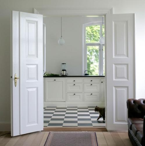 Kök med golvsockel istället för sparklåda från Kvänum.