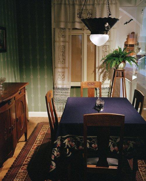 Matsal i jugend från Nordiska museets utställning Möblerade rum.