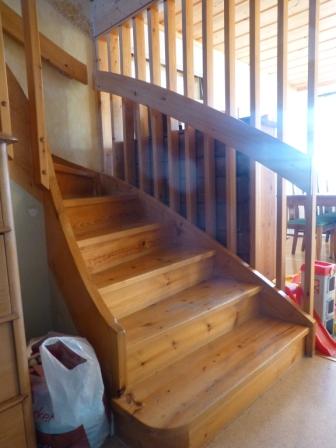 Vår trapp med spaljén mot mellanrummet.