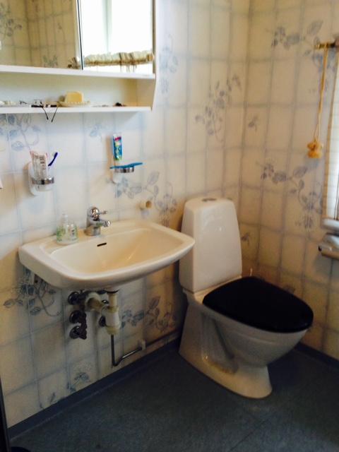 Ny blandare och toastol i badrummet uppe.