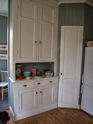 Platsbyggt skåp i Birgittas hus. Foto: www.birgittashus.blogspot.com
