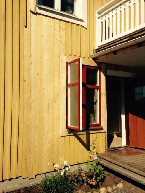 Steg 6. Sätta igen hålet efter det gamla wc-fönstret.