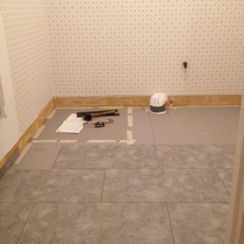 Läggning av det nya golvet.
