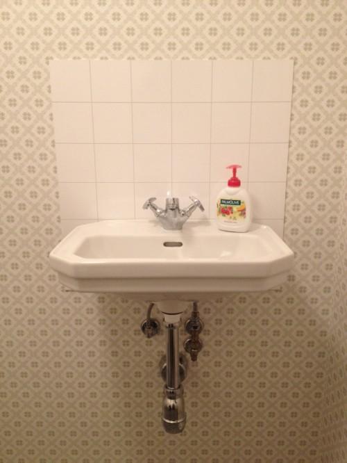 Tvättställ Duravit 1930, Berry Alloc Kitchen Wall och FM Mattssons blandare Rogen.